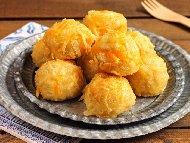 Рецепта Печени сочни картофени кюфтета с бекон и кашкавал на фурна